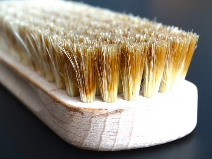 As per MEIDE, hard bristle brushes are essential for deep cleaning and scrubbing!